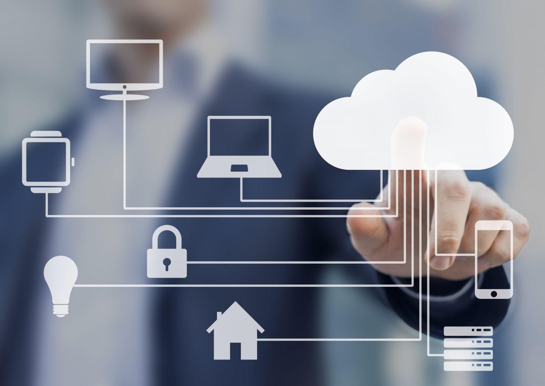Verschiedene Symbole sind mit einer Wolke verbunden: Visualisierung der Cloud