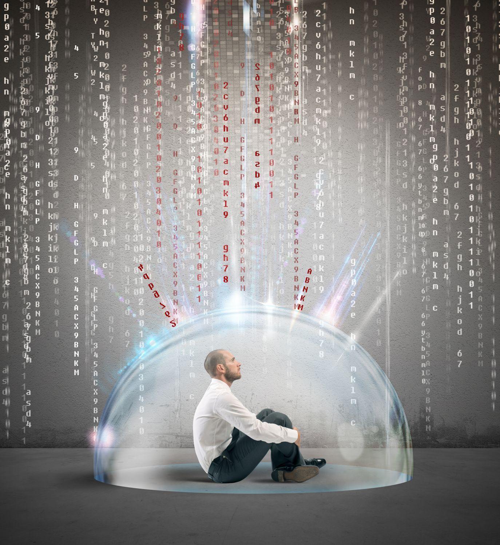 Ein Mann sitzt in einer Blase, von oben