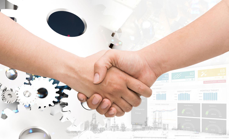 Zwei Hände halten sich fest, im Hintergrund sind Zahnräder zu sehen. Thema: Connected Business